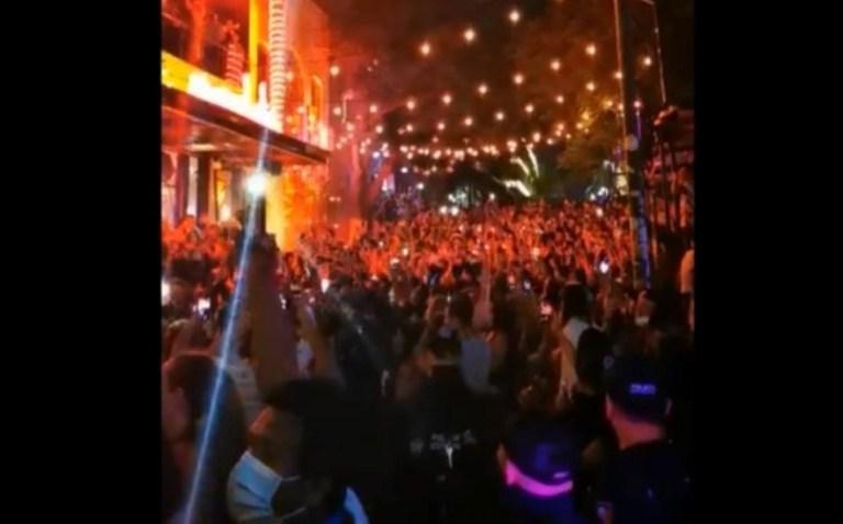 Pese a Covid-19, turistas abarrotan calles para celebrar año nuevo en Playa del Carmen 1