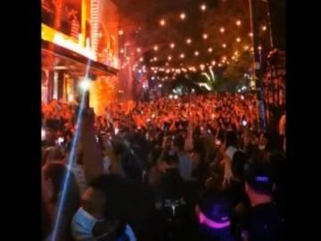 Pese a Covid-19, turistas abarrotan calles para celebrar año nuevo en Playa del Carmen 8