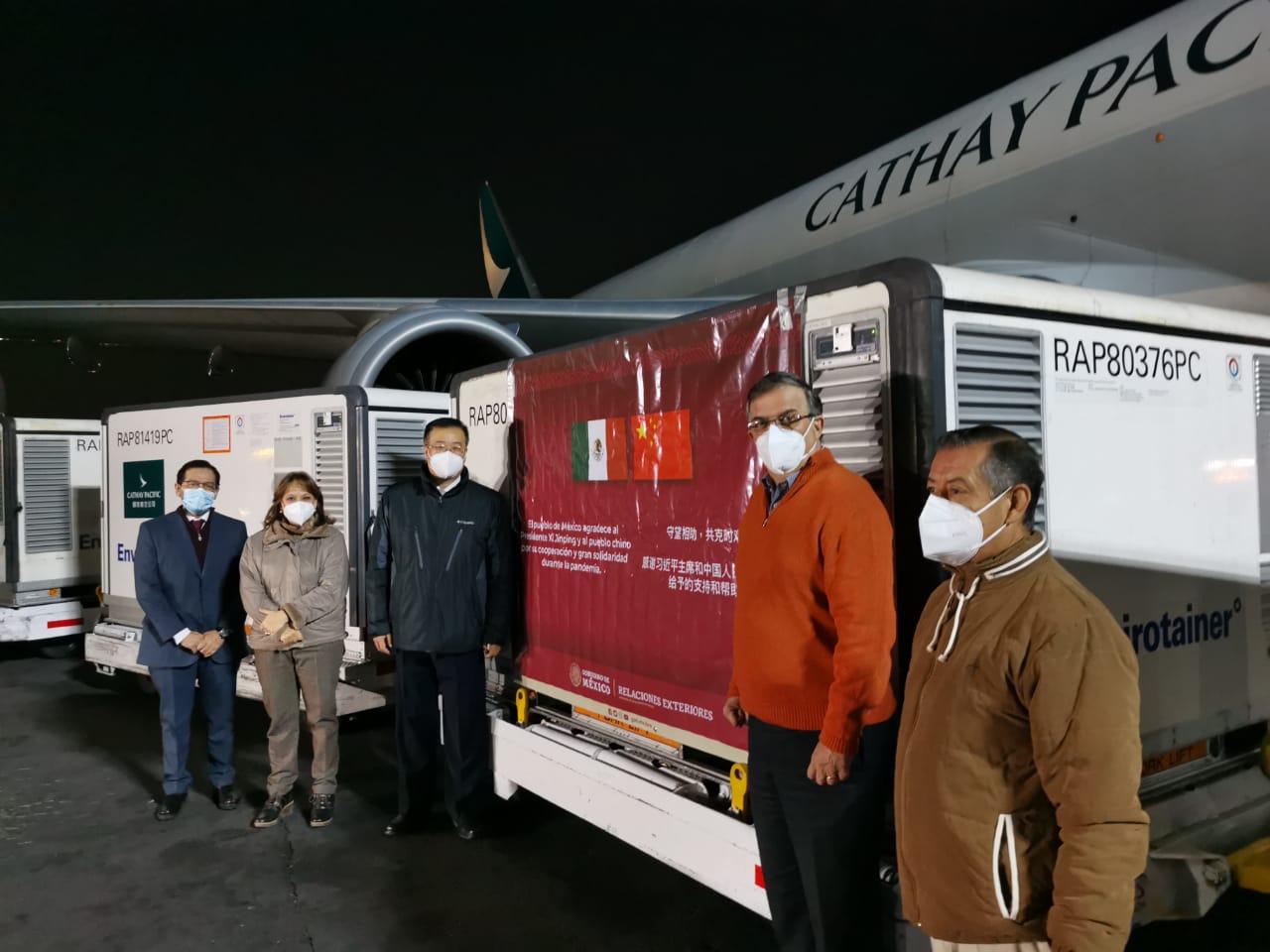 Llegan 800 mil vacunas Sinovac a México