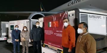 Llegan 800 mil vacunas Sinovac a México 10