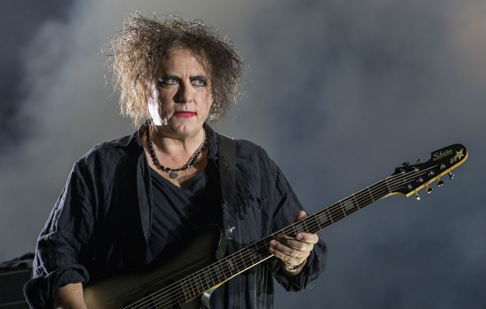 Robert Smith, líder de The Cure, cumple 62 años