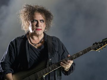 Robert Smith, líder de The Cure, cumple 62 años 14