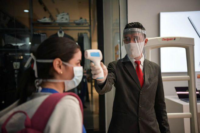 Sin termómetros ni tapetes desinfectantes, estos son los protocolos que ahora tendrá Bogotá