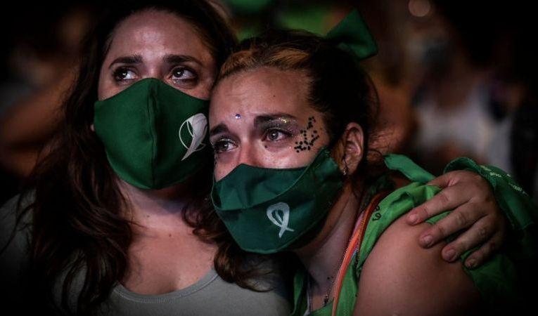 Aborto en Argentina: el Senado legaliza la interrupción voluntaria del embarazo en las primeras 14 semanas