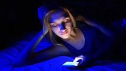 luz del móvil afecta los ojos