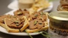 Salmones servidos como snack en Chile