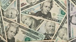 doláres