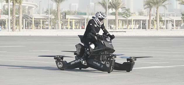 policia en motos voladoras dubai