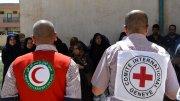 Voluntarios de la Media Luna Roja y la Cruz Roja