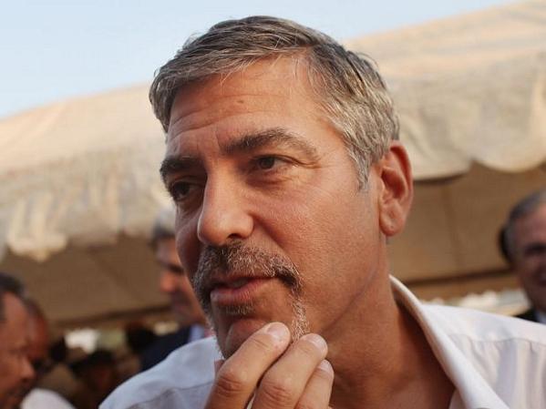 George Clooney, de 50 años, volvió a su soltería el mes pasado.