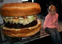 8012f255a337782bffaadea968723f36 - Crean la hamburguesa más grande del mundo