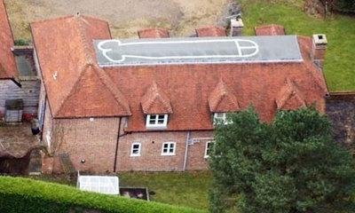 Adolescente dibuja pene de 20 metros en el techo de su casa