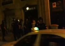 08b282bed88832c9197a25b1ea22b623 - La policía aporrea sin causa a una menor y un fotógrafo de prensa