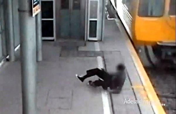 Un adolescente en Australia estuvo a escasos centímetros de ser arrollado por un tren de alta velocidad luego de que decidiera desafiar la muerte al cruzar la via corriendo