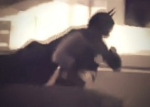cdb07fe52edfc220cecf3f84017ef78e - #Video Batman roba para comer