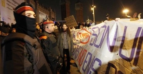 574e45b254436a26dd61f70fc5a1cad2 - Manifestantes protestan ante el MWC