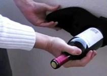 6a90cca7c7eb6a9c4add1364d879cbc6 - 5 formas de destapar un vino sin un sacacorchos