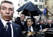 3ccd1b48e9d93a3fb26d16193042d8e2 - Sarkozy se esconde en un bar tras ser abucheado por cientos de personas