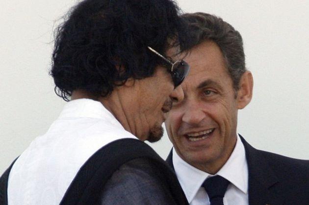 Muamar Gadafi y Nicolas Sarkozy