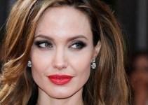 e227c5af3a18ee1cc25c4272eefd632c - Angelina postergó su boda por celos a Jennifer