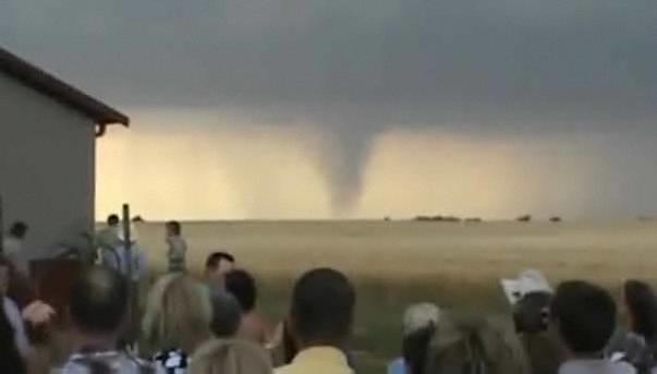 63198582d1c1e0def3af8815b5899e1f - No se detiene una boda por un Tornado en Kansas