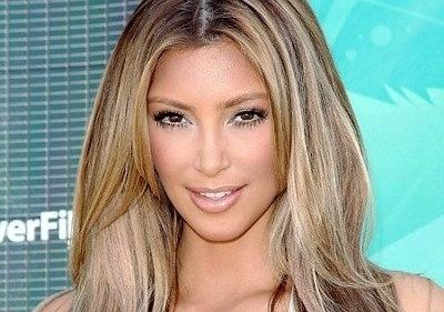 89601bda48977e8139a1ddcf09fa1fd3 - Kim Kardashian sorprende con su cabello rubio
