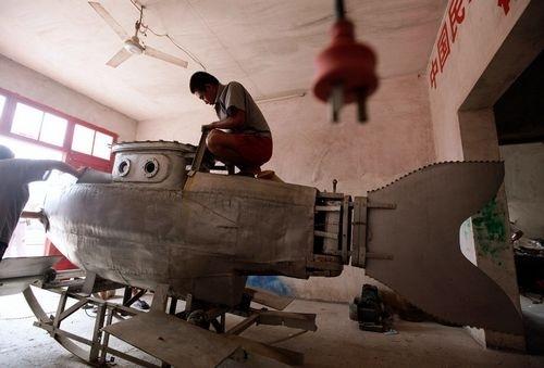 de1232d0643fbdd326c1e015a0322df6 - Un desempleado chino monta una fábrica de minisubmarinos en su garaje