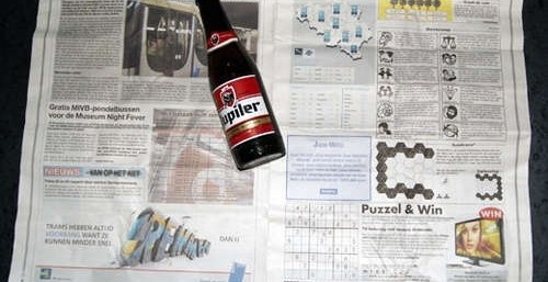 f97ac2be907fe5bc2ac21cbb3aacf027 - Como abrir una botella de cerveza con una hoja de periódico o un billete