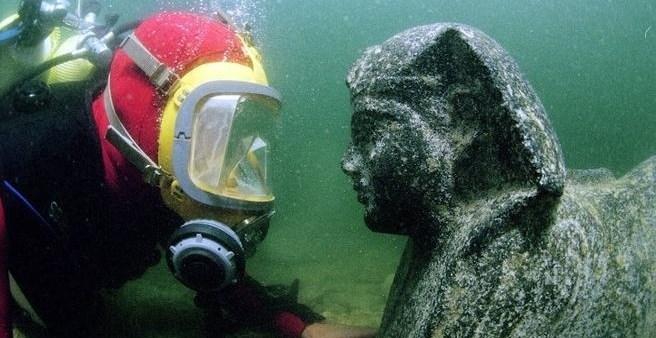 ec2791500e710ae957f1eb9fb63ab450 - La impresionante estatua de Cleopatra hallada en el mar