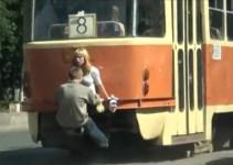 be81f90109e2a23b1fff2a8ba0905ee6 - Pareja rusa viaja gratis en tranvía