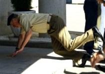 f5f09ca4483af6d82250f6e147b92681 - El rey Juan Carlos se cae de morros en la sede del Estado Mayor de la Defensa