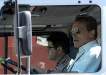021b3b3a5beb310d3b0206779a143ee3 - De película: la súper camioneta de Schwarzenegger
