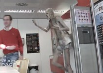 cdcfe1cb542202f1e6585f7193c3f6c5 - #Video Electronic Arts asusta a sus empleados disfrazando al actor Javier Botet de necromorfo
