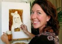 9e3471bff6d99a57bfa0fe5c7e679a5c - Karen Eland la artista que pinta con cerveza y café