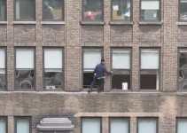 3dc2544c934ef7d30f24944cf2b0f793 - #Video Un limpiador de ventanas valiente en Manhattan. ¿O un loco temerario?