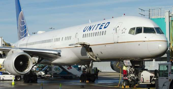 dd2f03d0a22f74b4f1b8d1593c0135a8 - United Airlines prohíbe embarcar a tres pasajeras en un vuelo por llevar 'leggings'