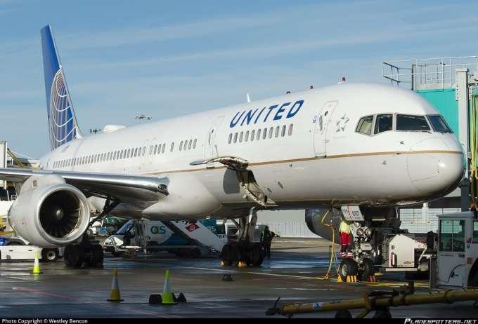 N19117 United Airlines Boeing 757-224