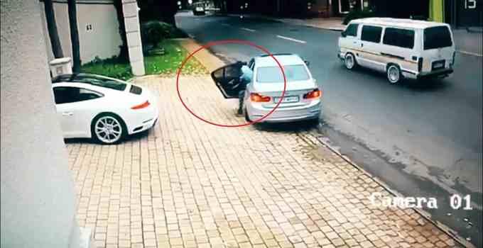 0b588a945780ed62a02f7154e18867fd - #Video Le intentan robar el coche y esto es lo que hace