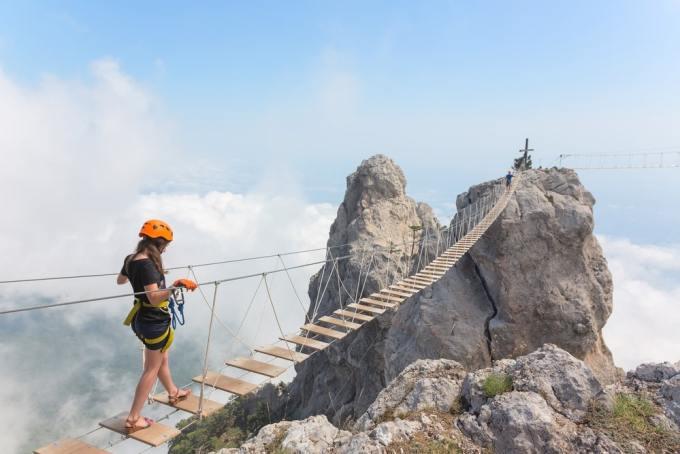 puente 4 300x200 - Los 10 puentes  peligrosos e increíbles del mundo