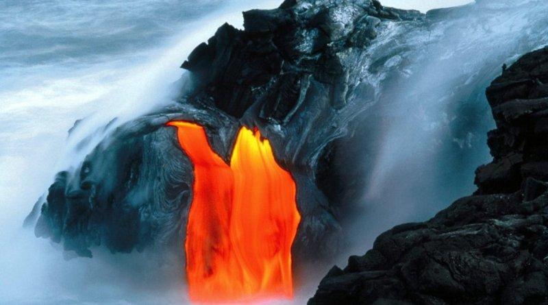 Volcan-en-erupcion-lava
