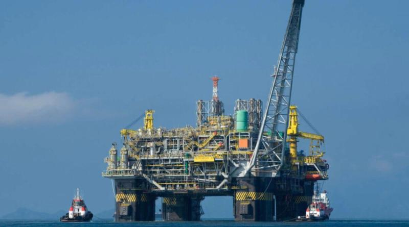 Petróleo Brent termina la semana en 60,51 dólares