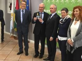 Entrega del Virrey del Ajo Asado de Arnedo al Presidente de Aldeas Infantiles