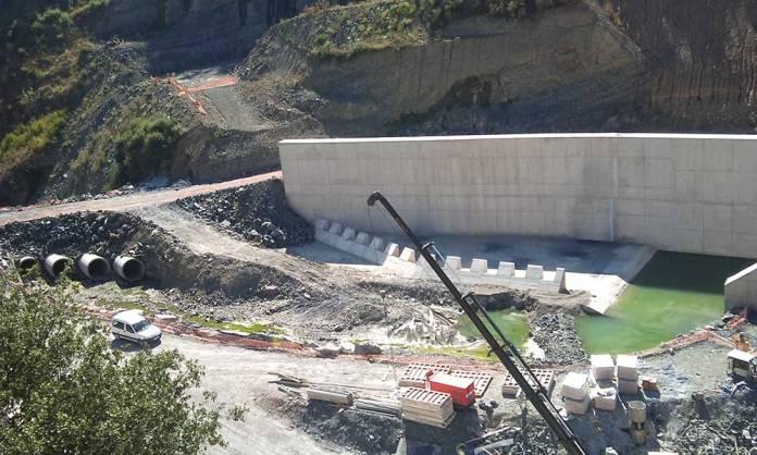 Construcción en curso en la fase inicial de la Presa de Enciso