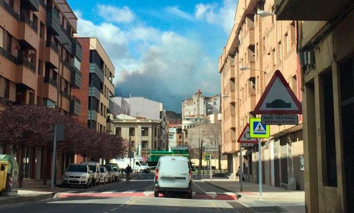 El incendio entre Arnedo y Bergasa es visible desde el casco urbano de la ciudad