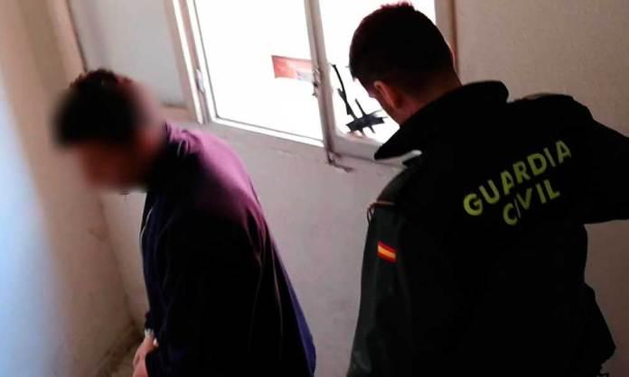 Traslado de uno de los detenidos de la Operación Golfito (Imágen: Guardia Civil)