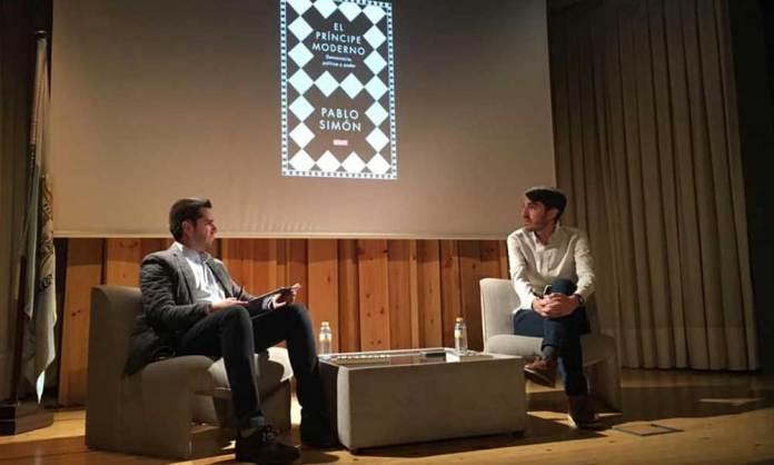 Javier García Ibañez y Pablo Simón en la Casa de Cultura de Arnedo