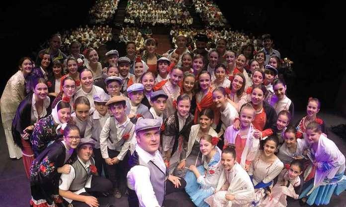 Los niños del coro Cuchuflete en el Teatro Cervantes de Arnedo