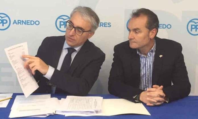 Antonio Eguizábal (Derecha) en una rueda de prensa con Jesús Ángel Garrido, del PP en La Rioja