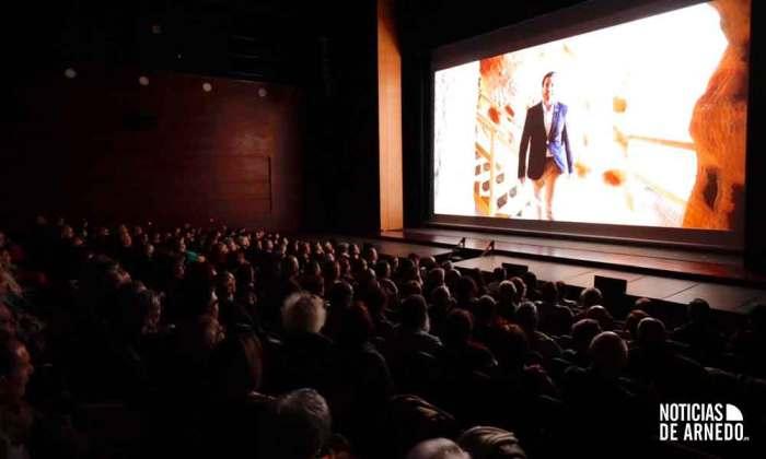 El público asistente al acto conmemorativo en el Teatro Cervantes de Arnedo