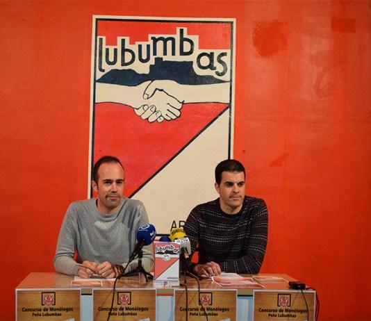 El presidente de la peña Lubumbas, Álvaro Solana, acompañado por el portavoz, Sergio Villoslada